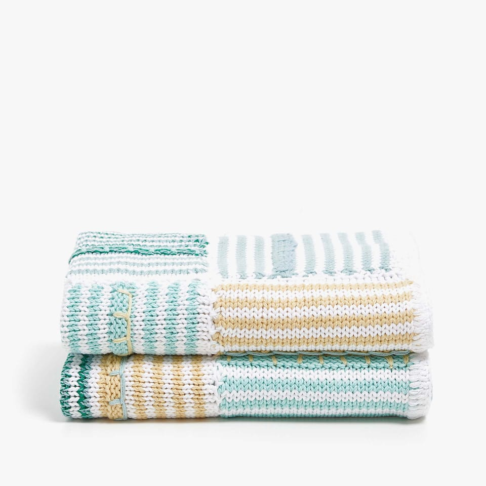 GREEN CHECKED KNIT BLANKET