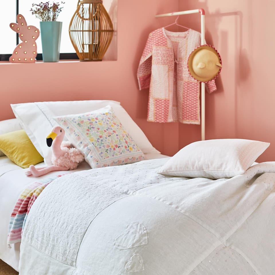 PATCHWORK LINEN BEDSPREAD WITH FRAYED FRILL