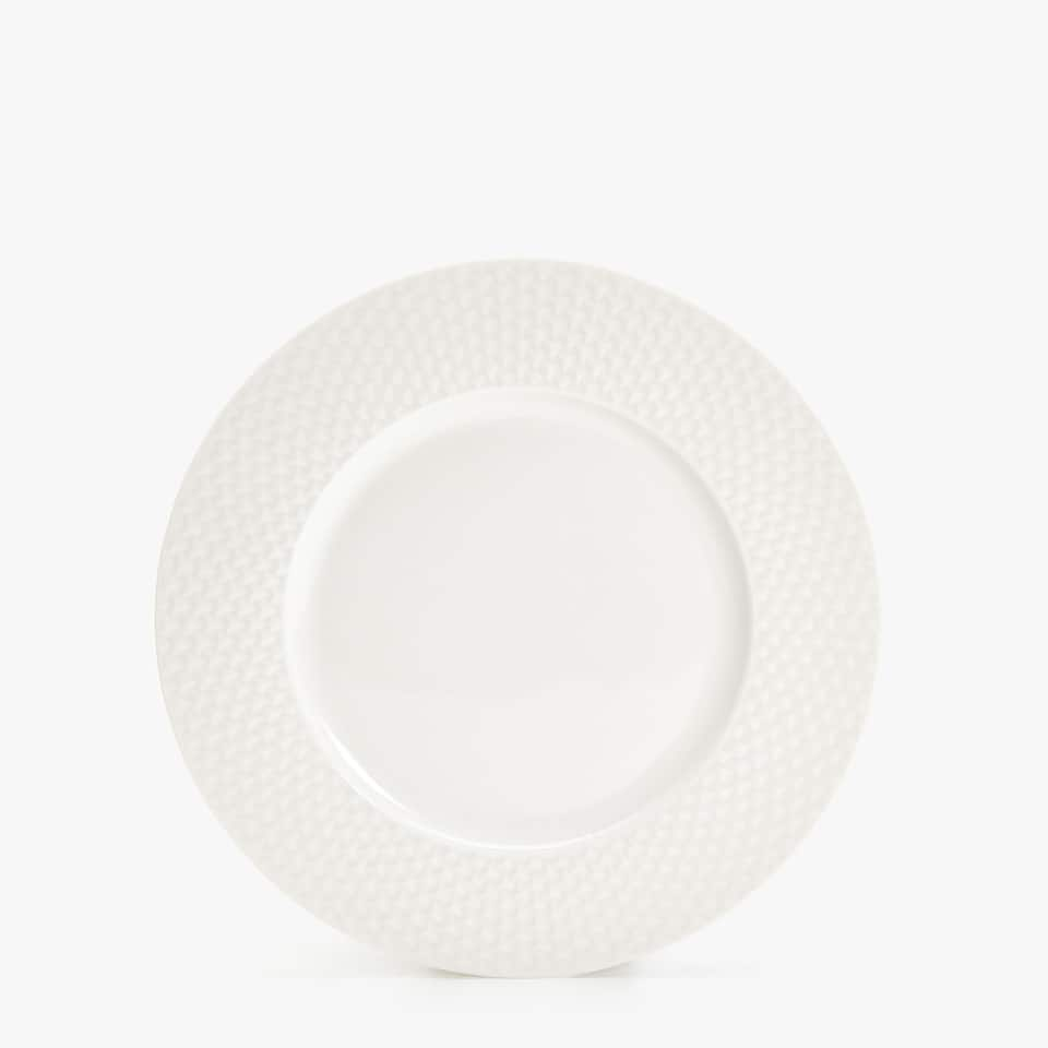 PORCELAIN DINNER PLATE WITH RAISED-DESIGN RIM