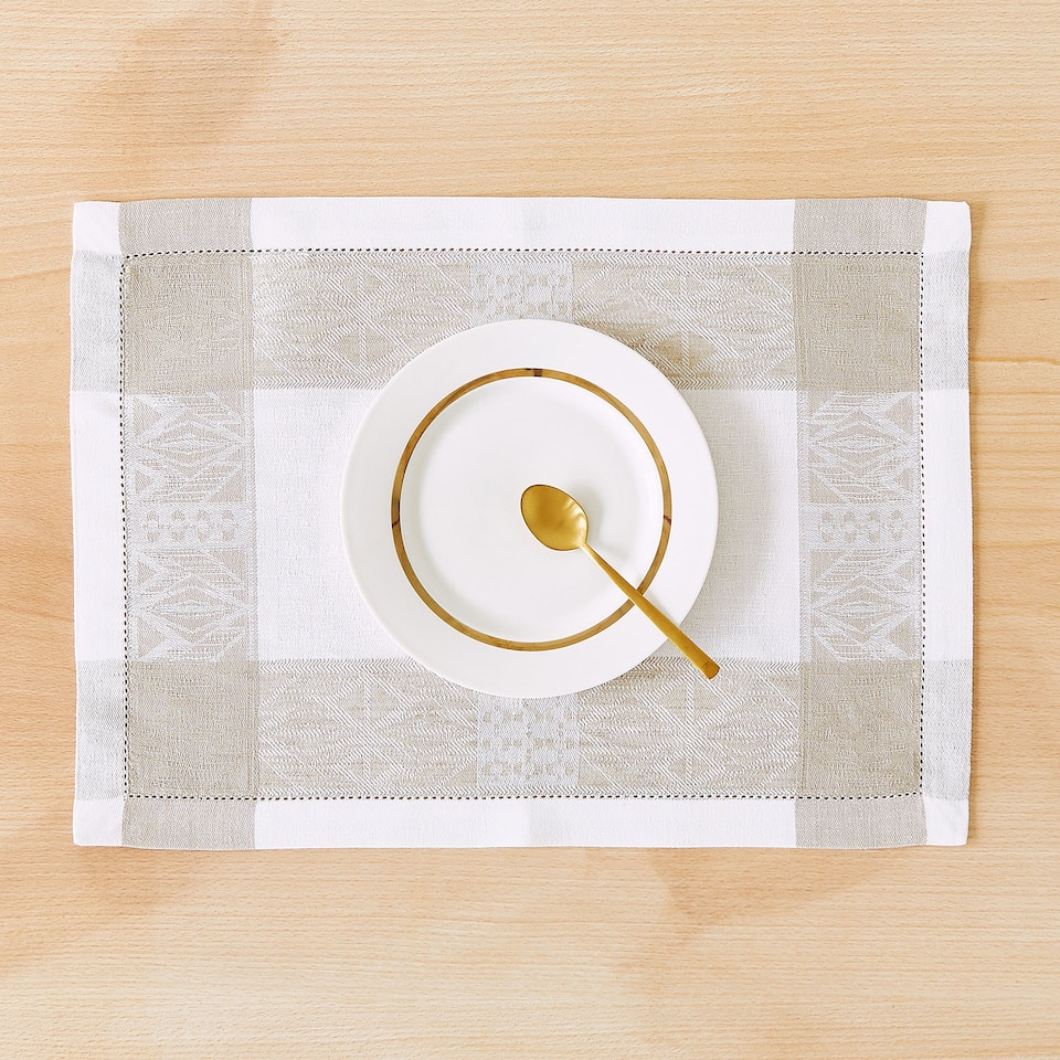 LINEN AND COTTON PLACEMAT WITH CONTRASTING GEOMETRIC BORDER