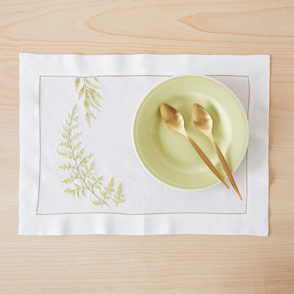 RAMIE AND COTTON PLACEMAT WITH EMBROIDERED LEAVES