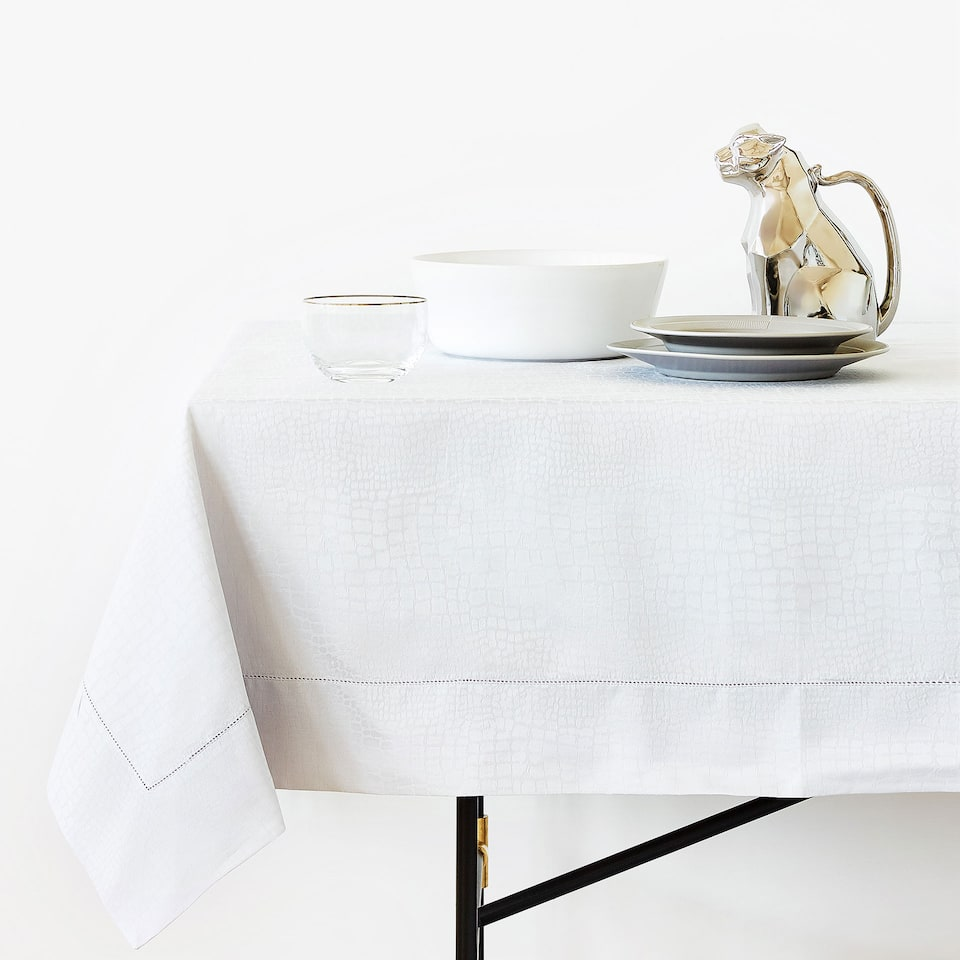 SNAKESKIN-EFFECT COTTON JACQUARD TABLECLOTH