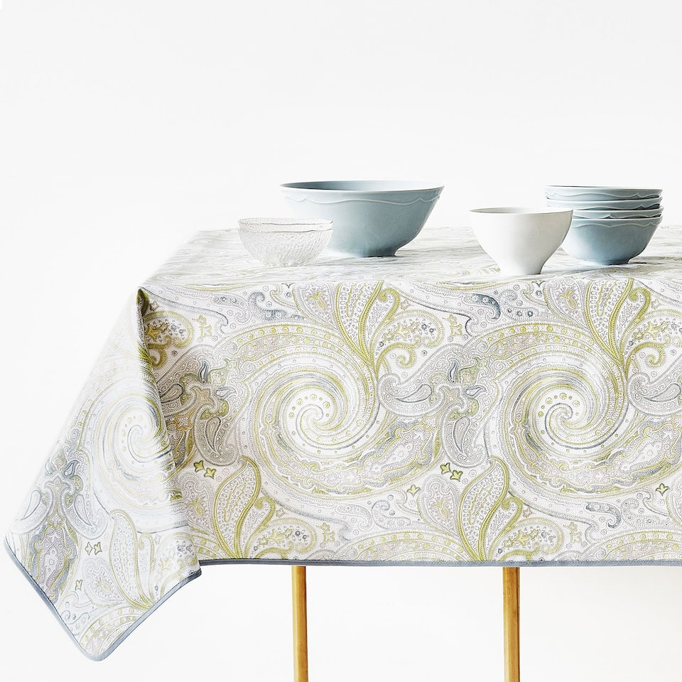 LAMINATED COTTON PAISLEY TABLECLOTH