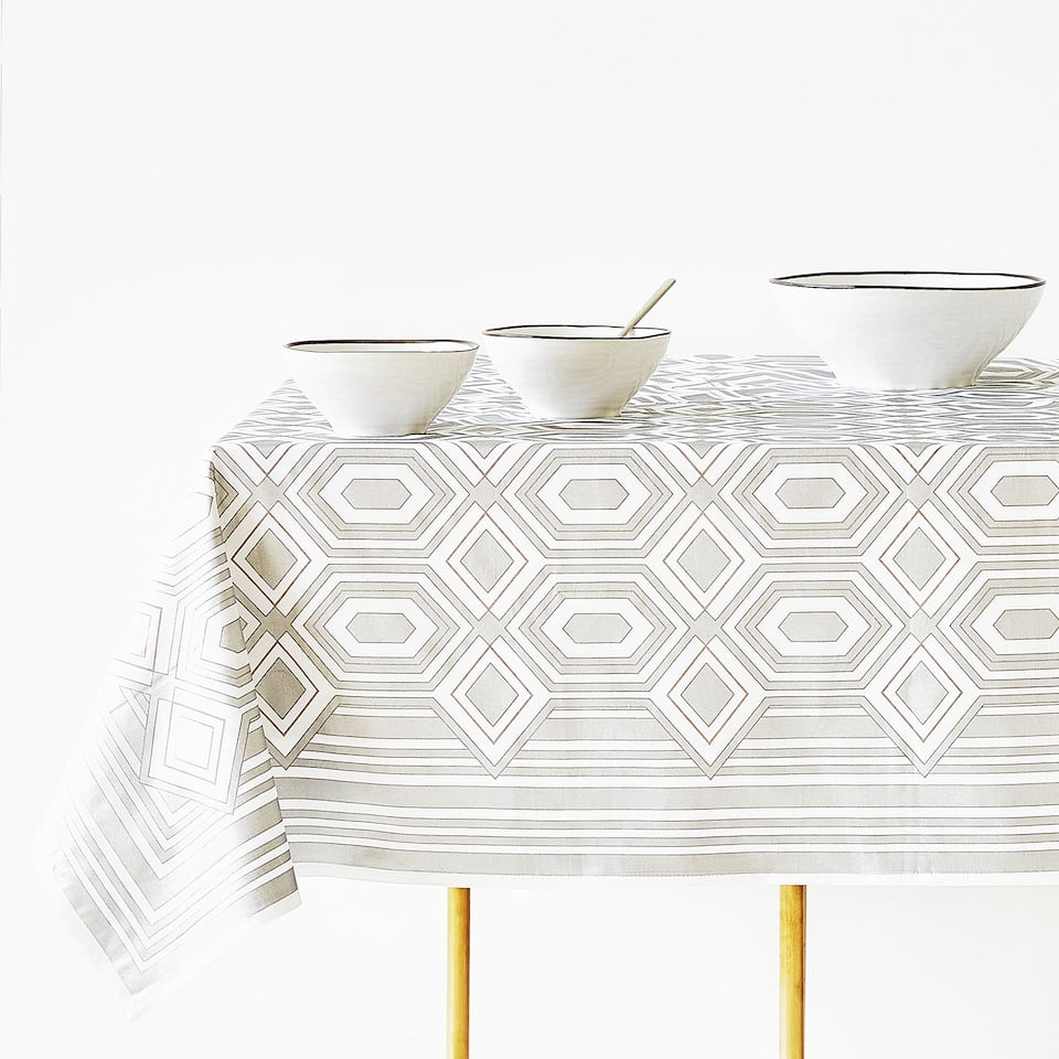 METALLIC HONEYCOMB PRINT COTTON TABLECLOTH