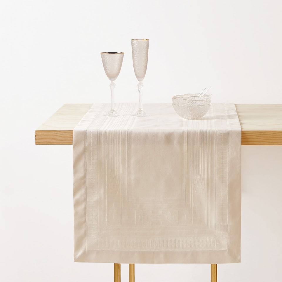 COTTON JACQUARD SATEEN TABLE RUNNER