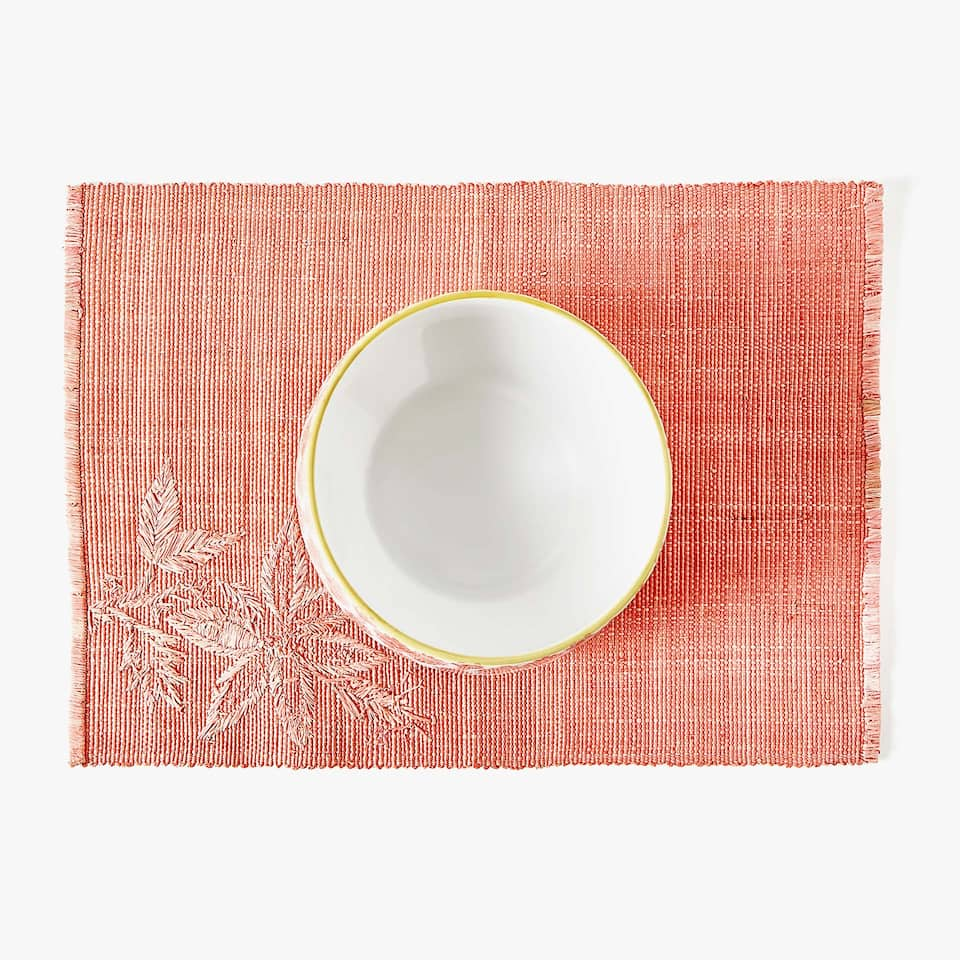 POSITIONED EMBROIDERY RAFFIA PLACEMAT