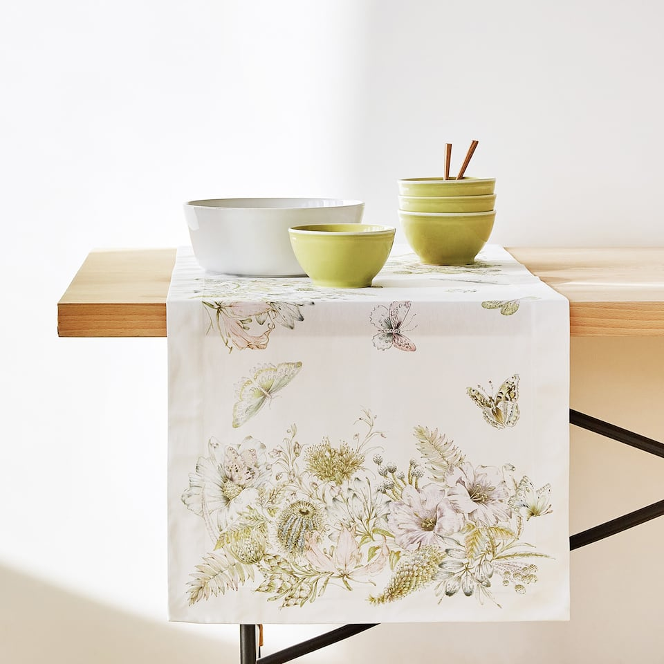 POSITIONED DIGITAL PRINT COTTON TABLE RUNNER