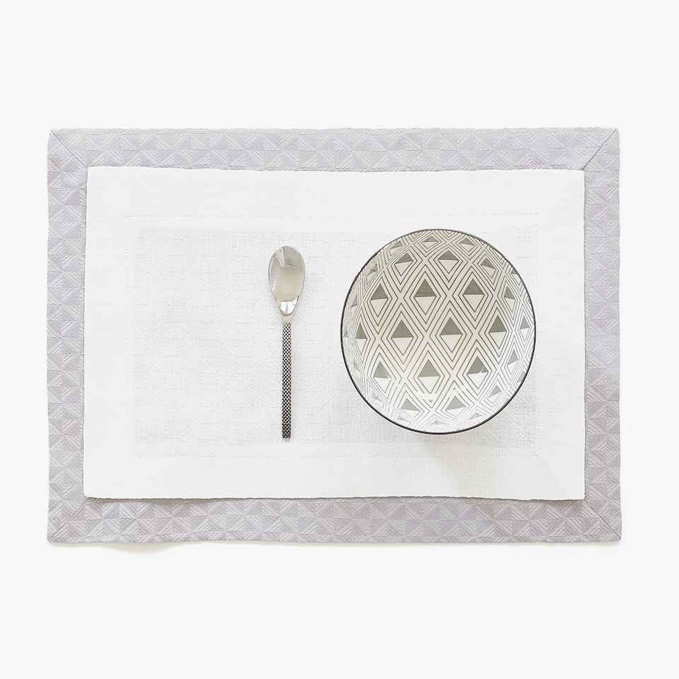 DOUBLE LAYER TEXTURED LINEN AND COTTON PLACEMAT