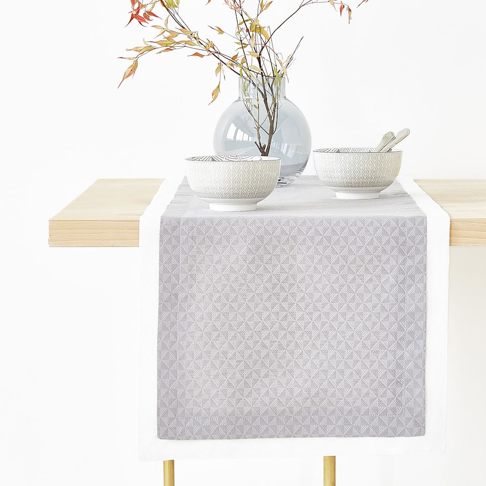 DOUBLE LAYER TEXTURED LINEN AND COTTON TABLE RUNNER