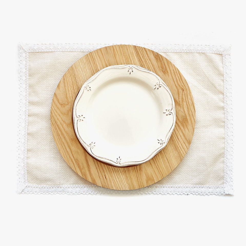 LACE-TRIMMED LAMINATED LINEN AND COTTON PLACEMAT