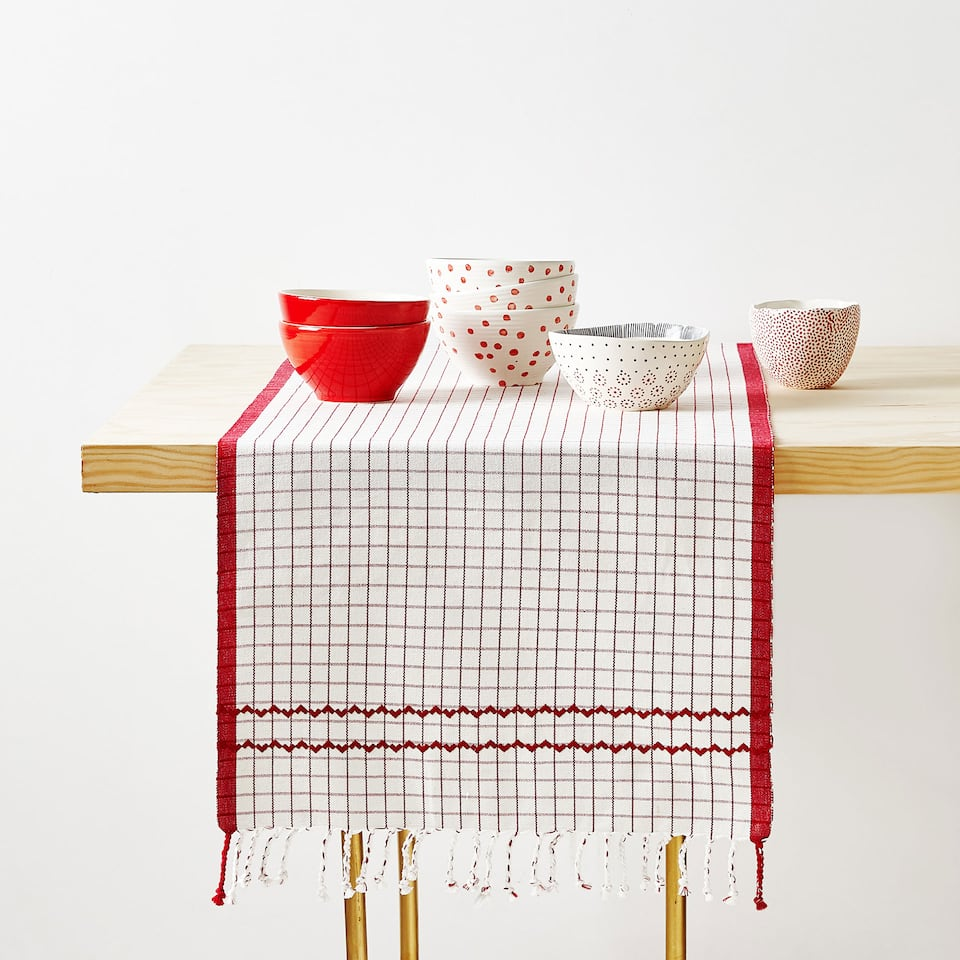 EMBROIDERED COTTON TABLE RUNNER WITH FRINGE