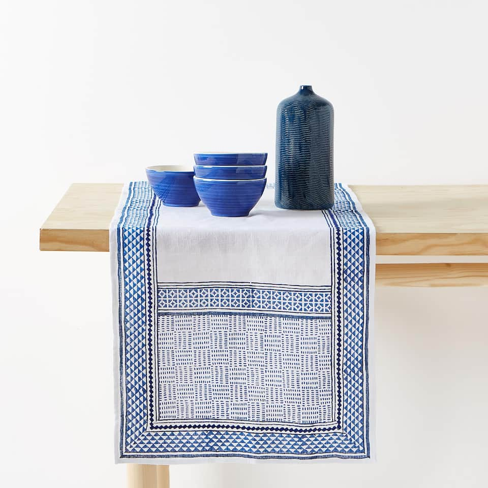 LINEN TABLE RUNNER GEOMETRIC BORDER