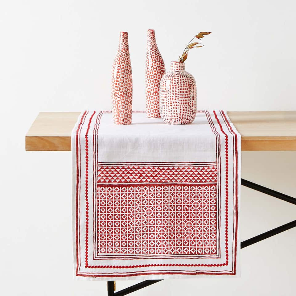 GEOMETRIC PRINT LINEN TABLE RUNNER