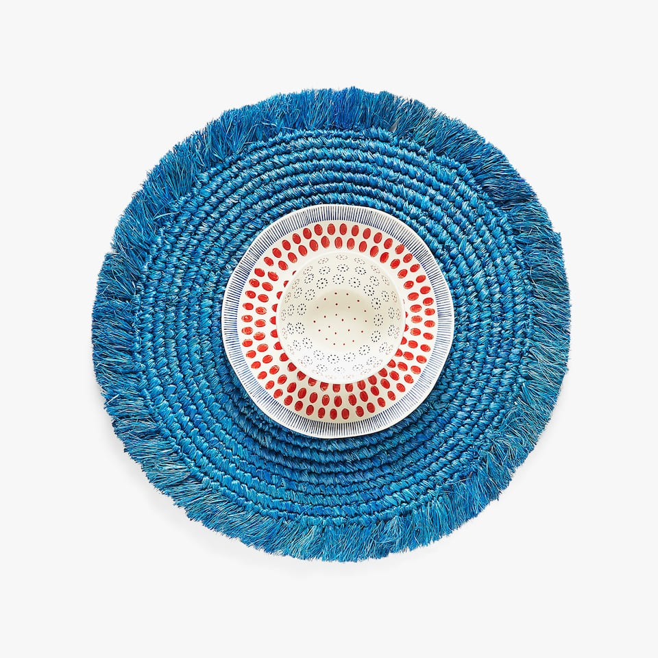 ROUND FRAYED PLACEMAT