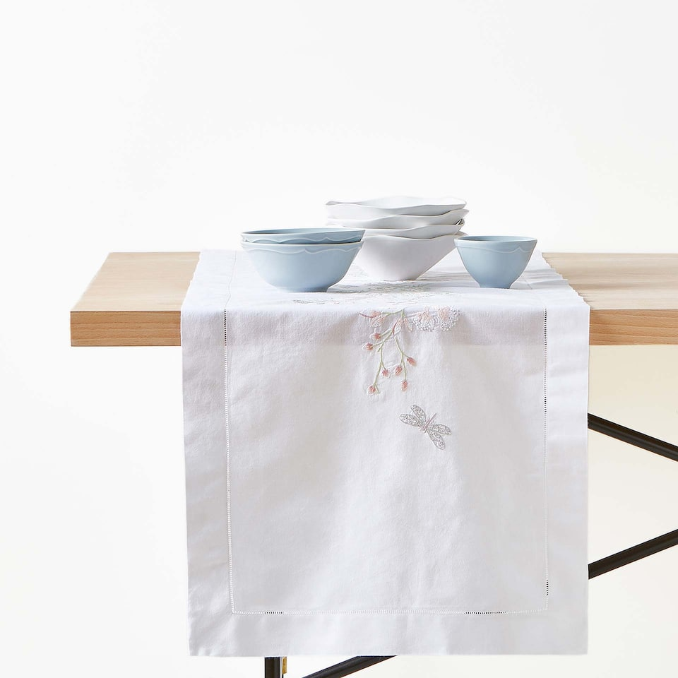 FLORAL EMBROIDERED TABLE RUNNER