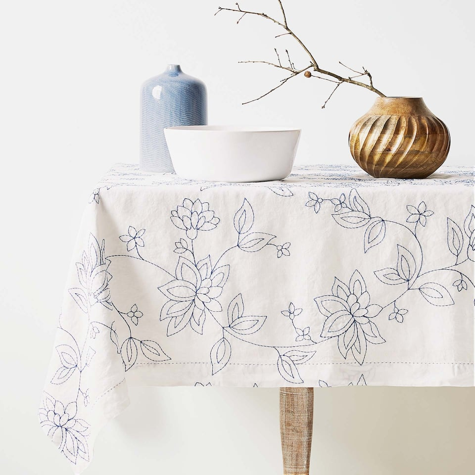 FLORAL EMBROIDERED LINEN TABLECLOTH
