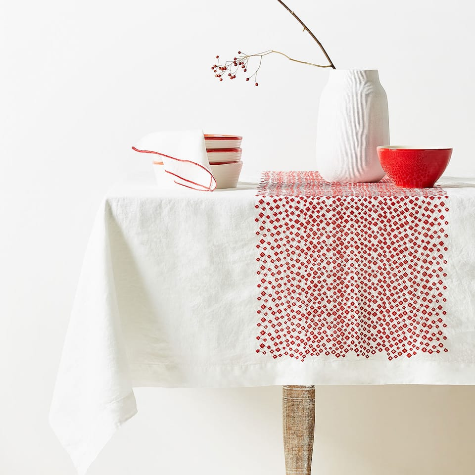 GEOMETRIC EMBROIDERED LINEN TABLECLOTH