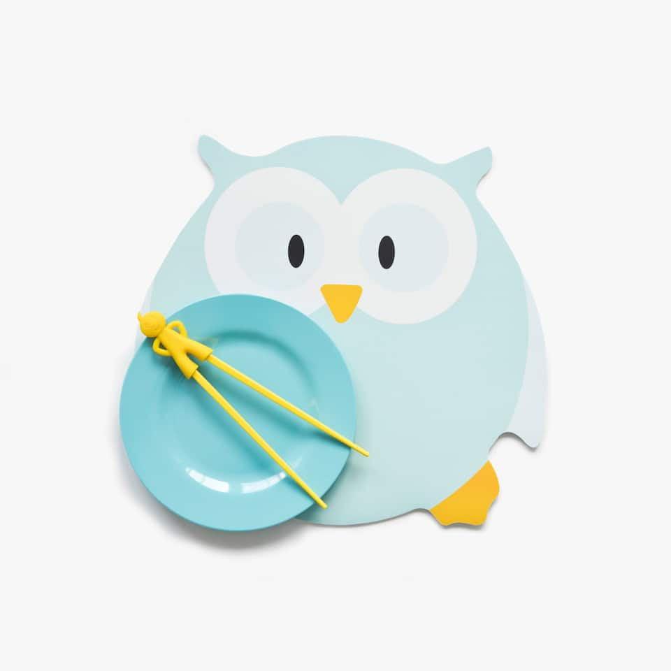 Owl-shaped placemat