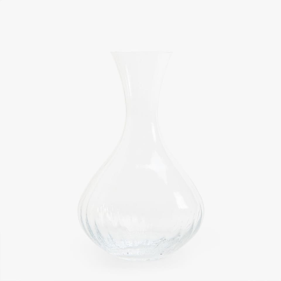 DECANTER WITH RAISED WAVE DESIGN