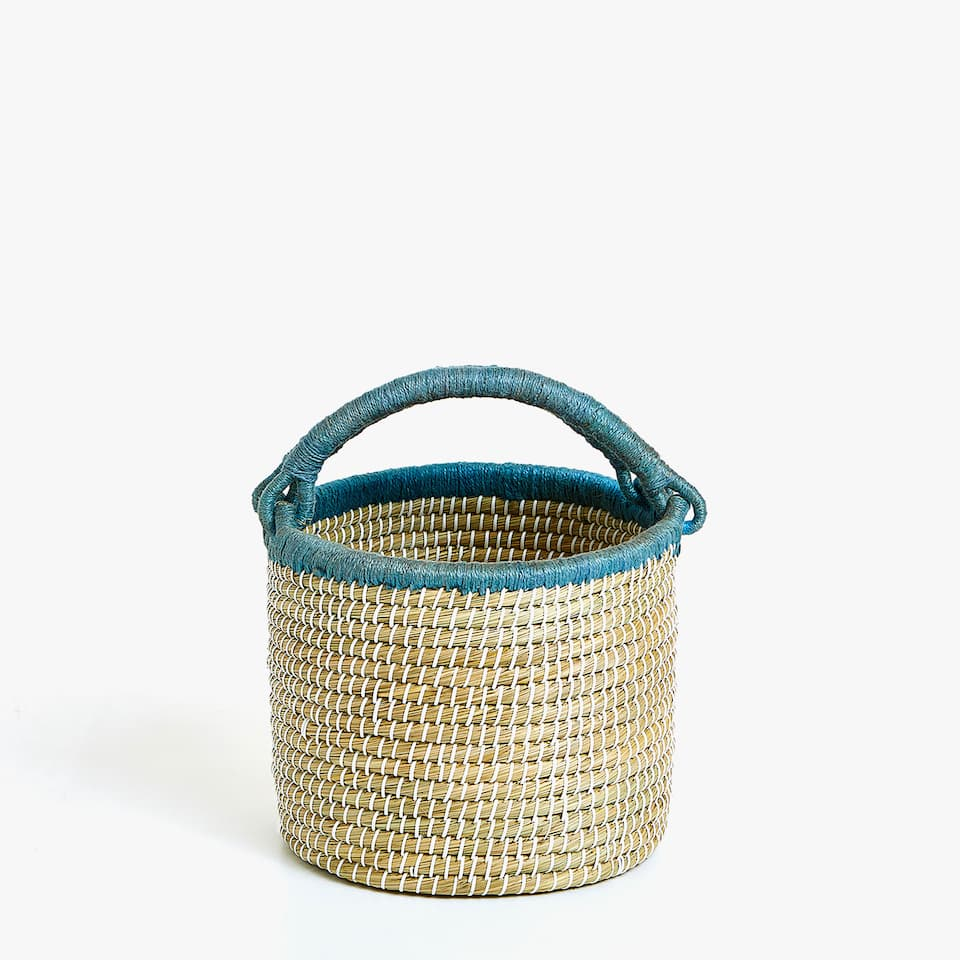 ROUND BASKET WITH HANDLES