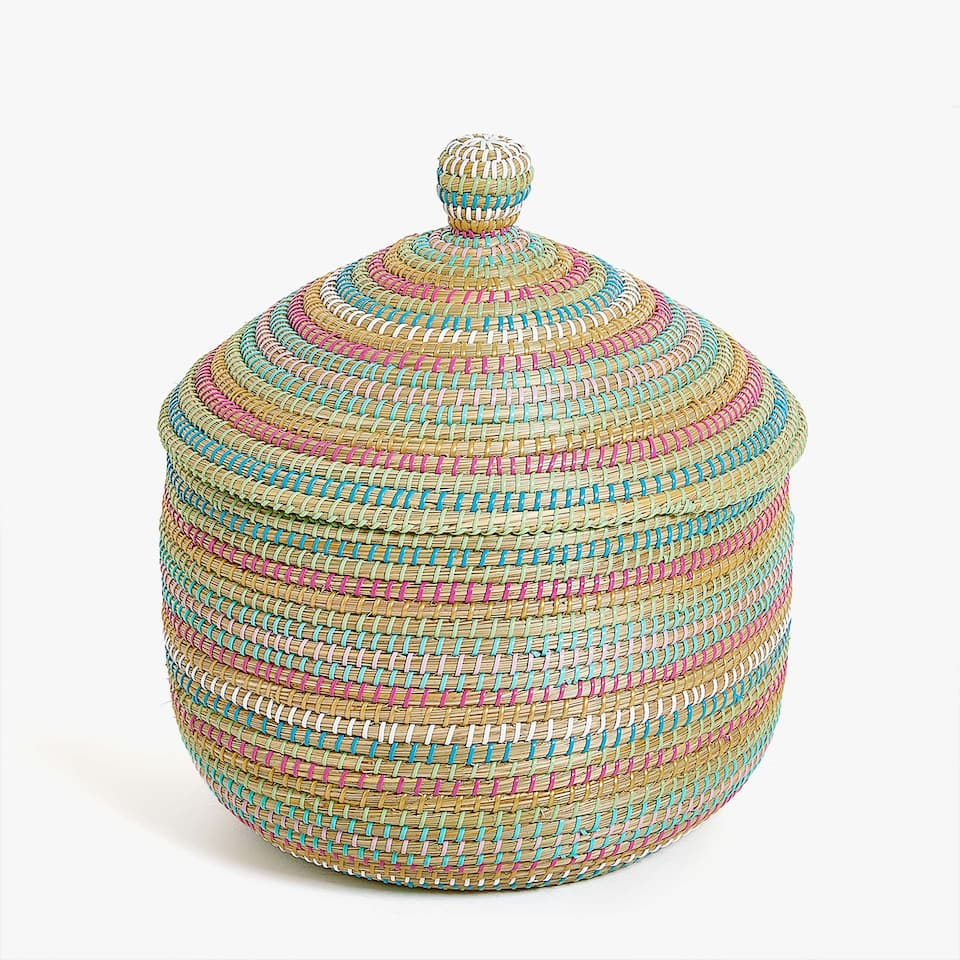 MULTICOLOURED WOVEN BASKET