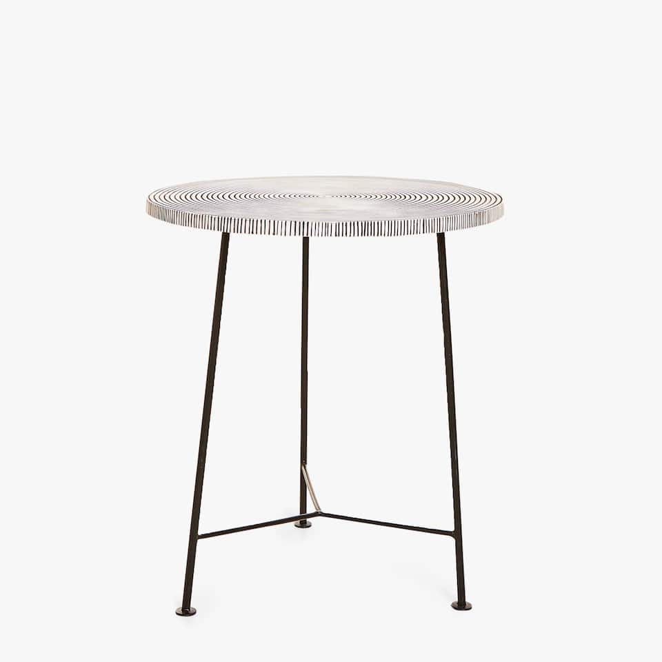 ROUND TABLE WITH CONCENTRIC CIRCLES TOP