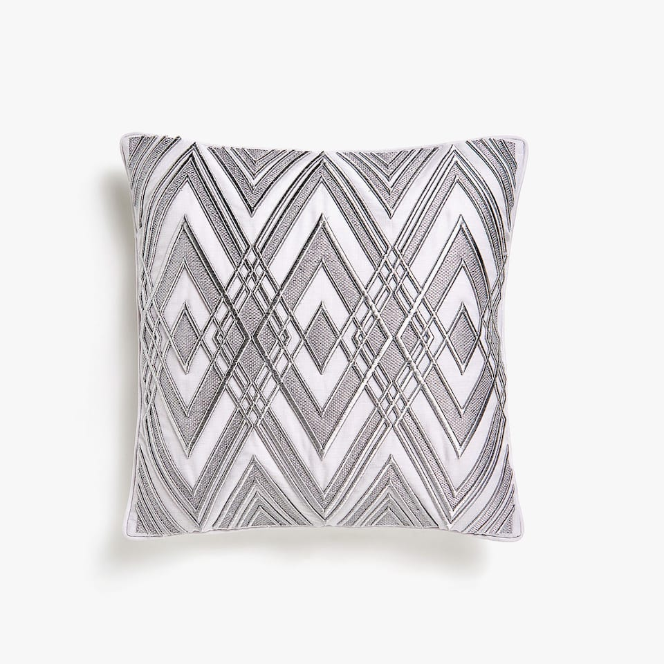 Diamond pattern cushion cover