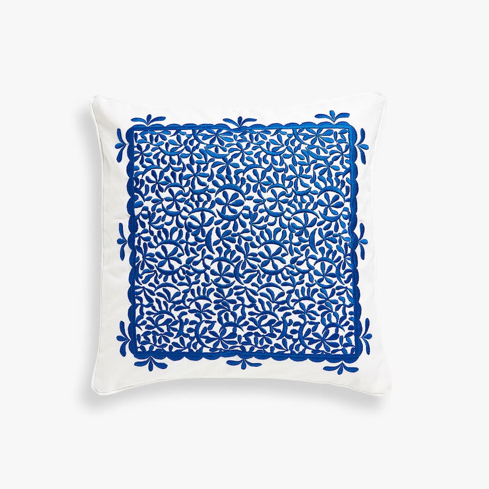 Centred embroidery cushion cover