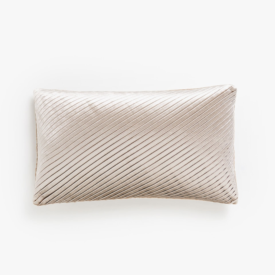 Diagonal-pleated cushion cover