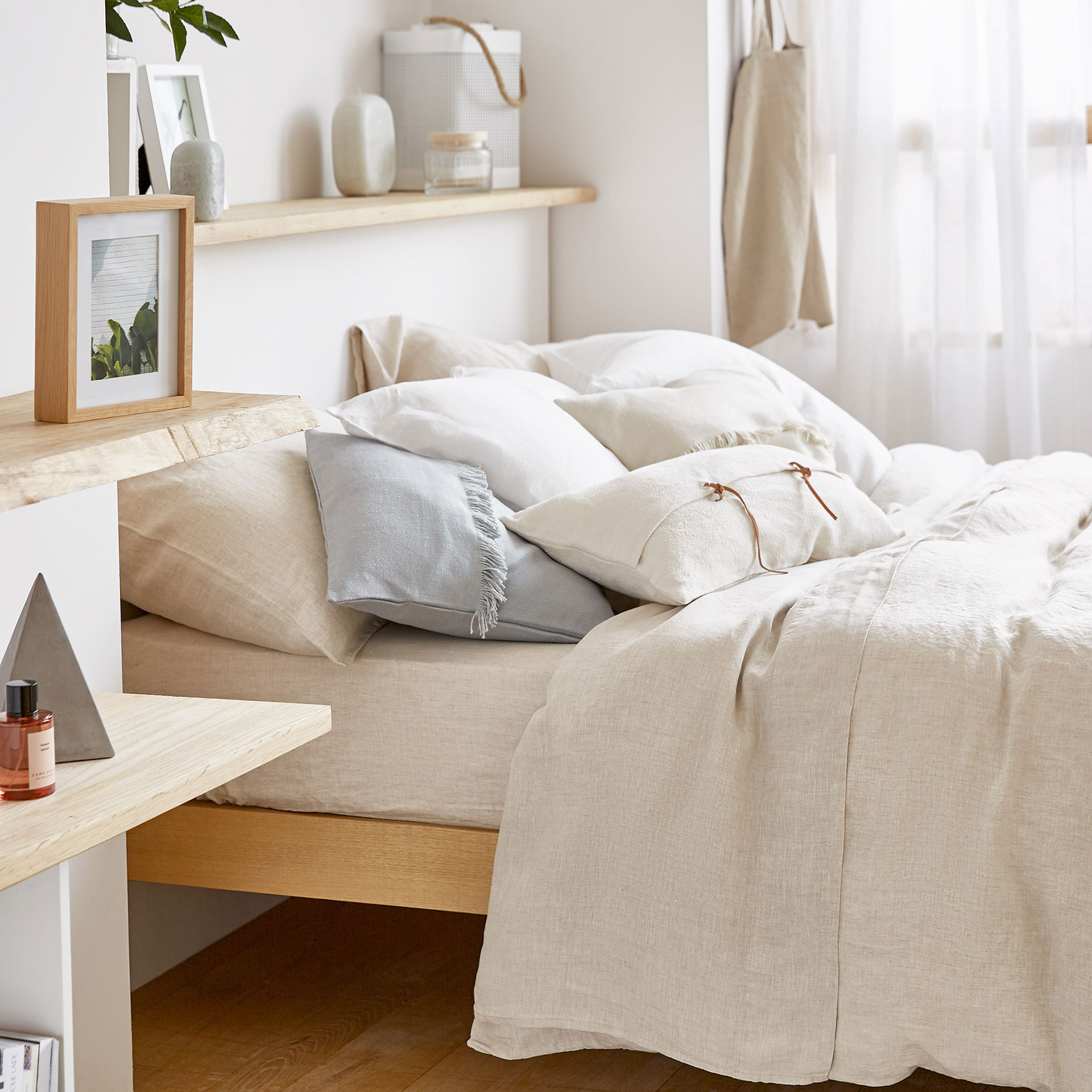 Natural Colour Faded Linen Bed