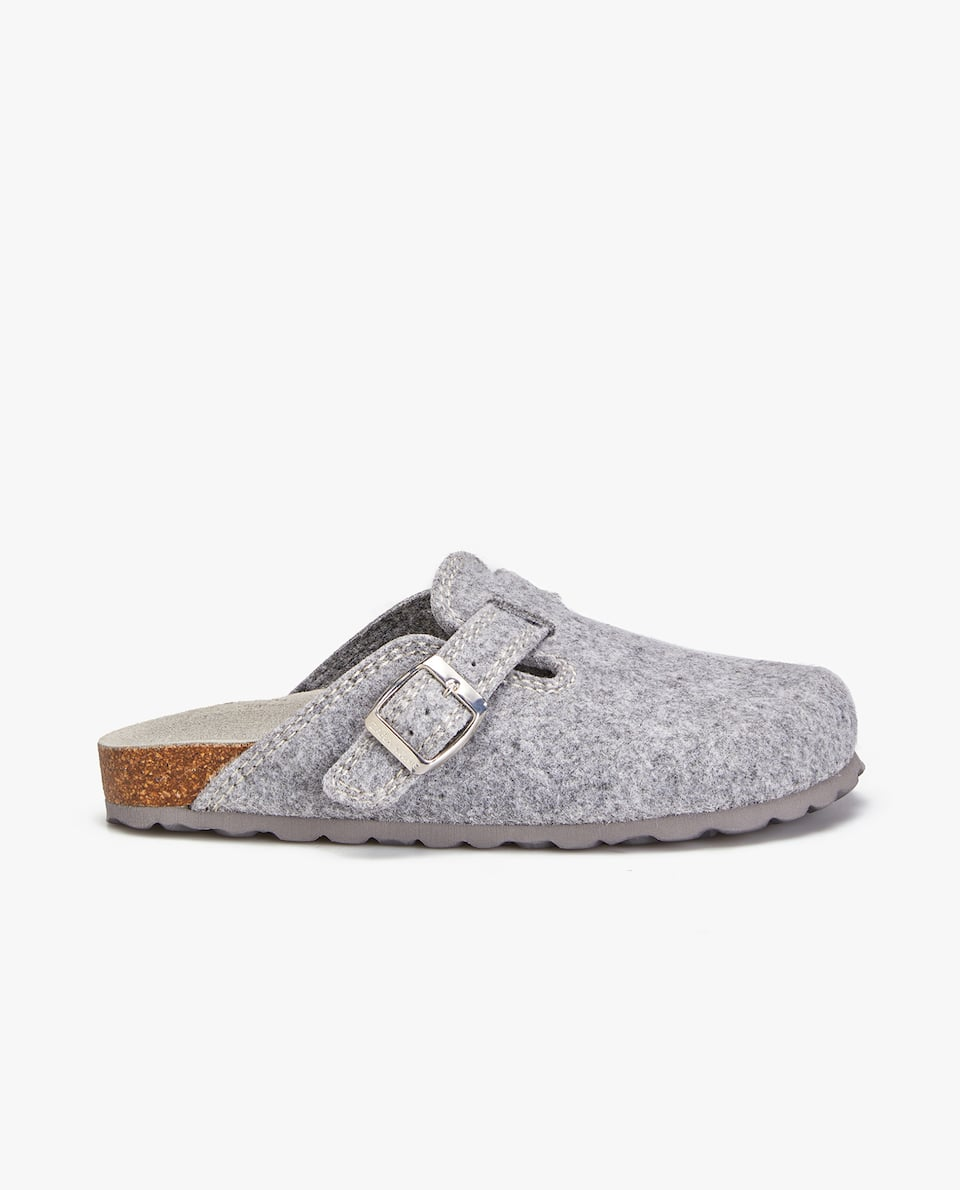 BUCKLED GREY FELT CLOG SLIPPERS