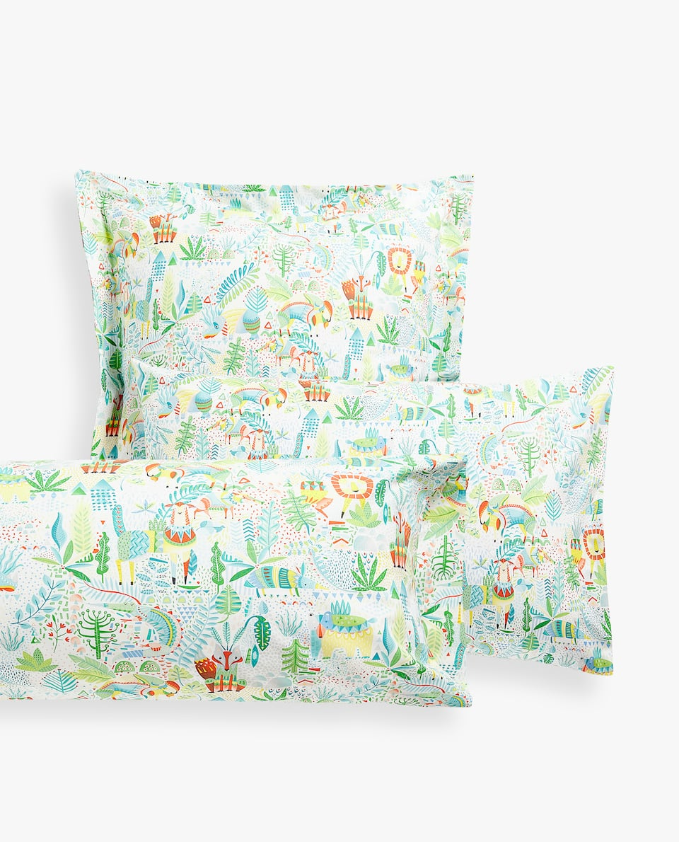 ANIMALS AND LEAVES PRINT PILLOWCASE