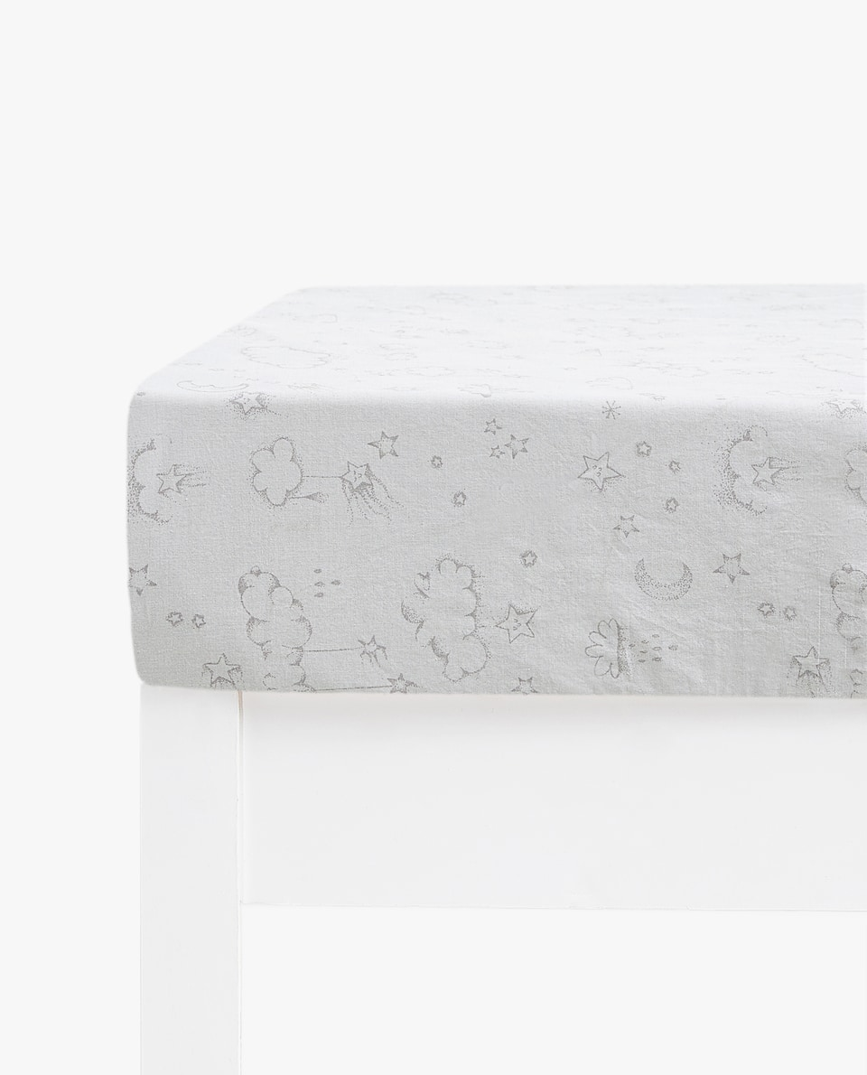 FITTED SHEET WITH CLOUD, STAR AND MOON PRINT