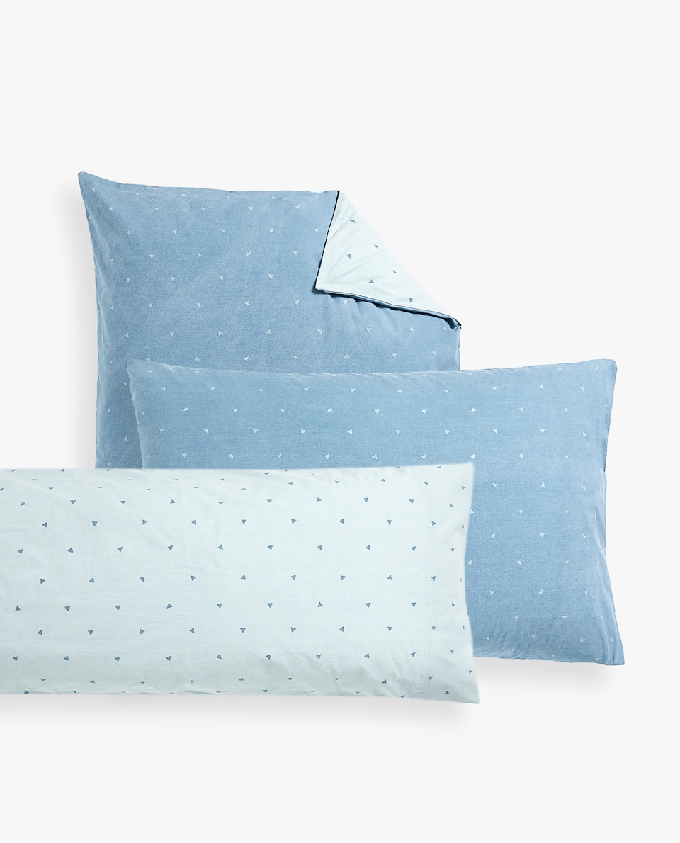TRIANGLE PRINT PILLOWCASE