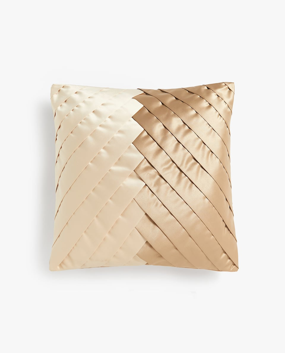 DIAGONAL PLEATED CUSHION COVER