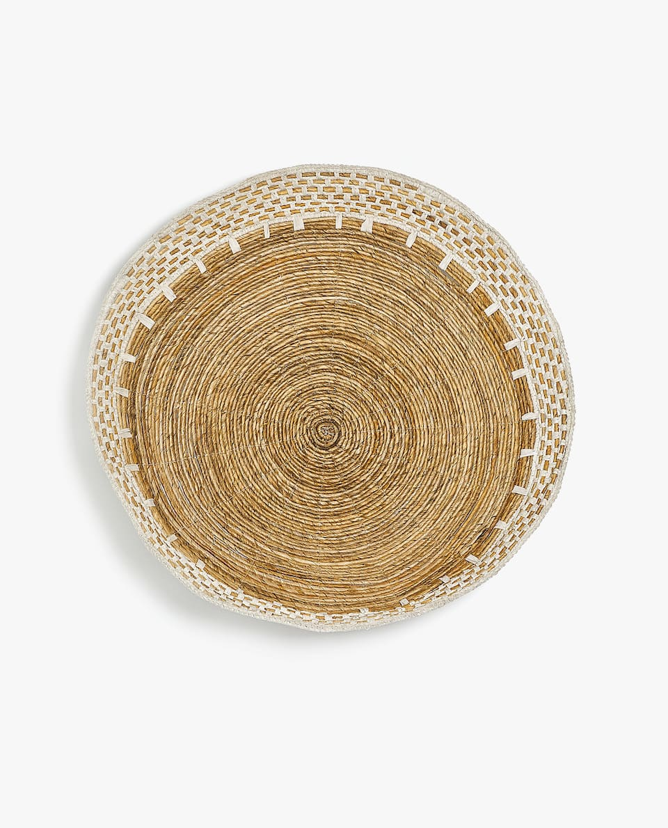 ROUND TRAY WITH WHITE DETAIL