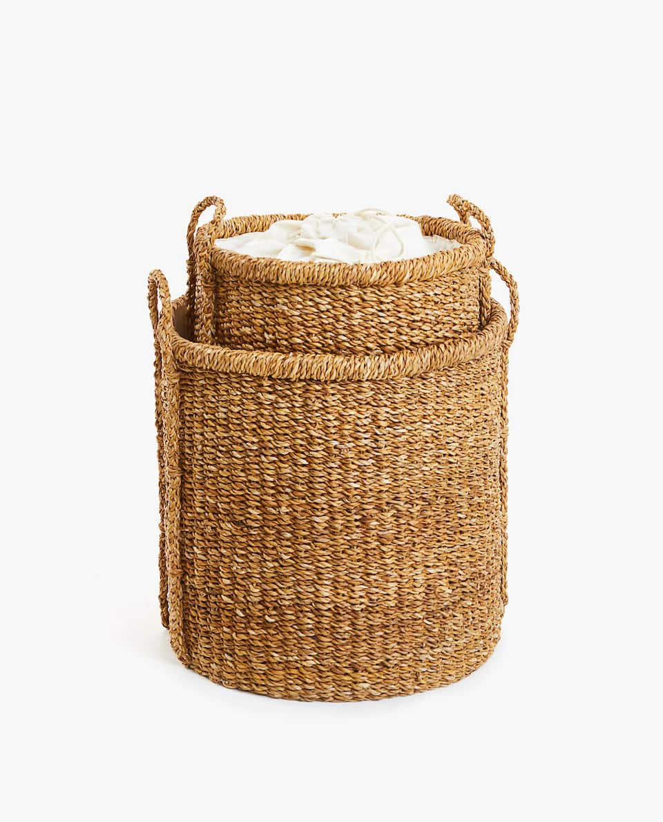 LAUNDRY BASKET WITH FABRIC CLOSURE