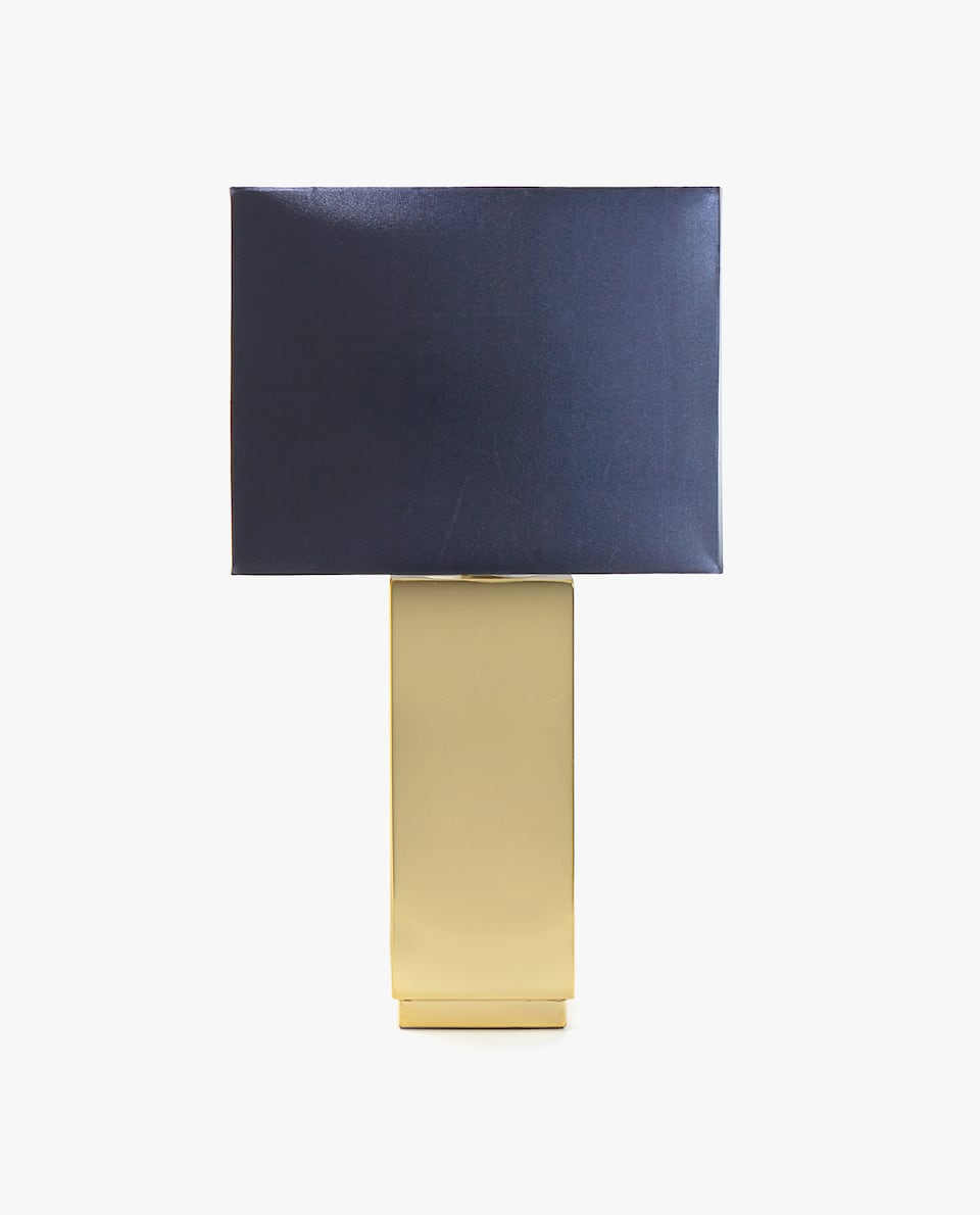 LAMP WITH SQUARE BASE
