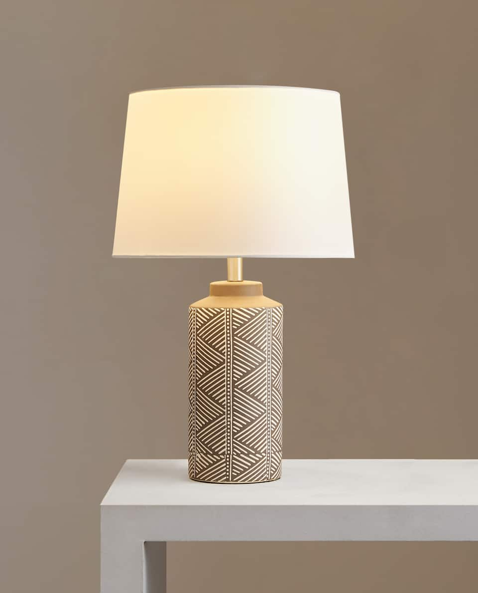 LAMP WITH SCORED CYLINDRICAL BASE