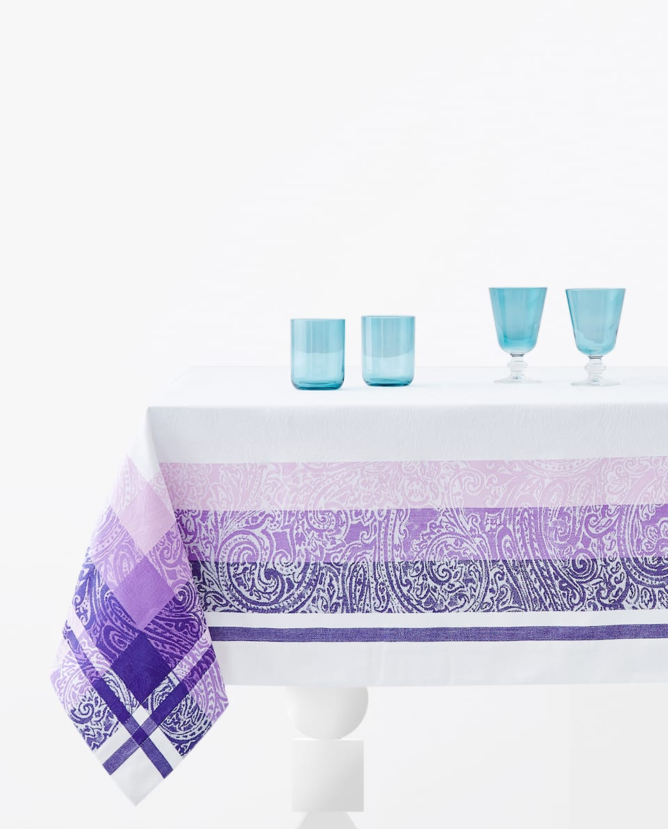 JACQUARD TABLECLOTH WITH BORDER