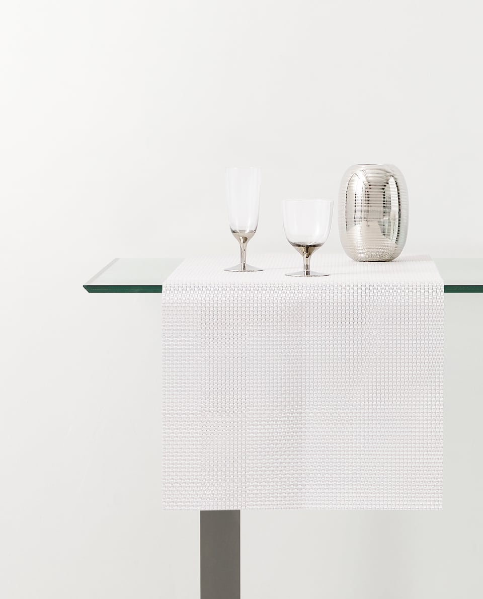 INTERWOVEN TABLE RUNNER