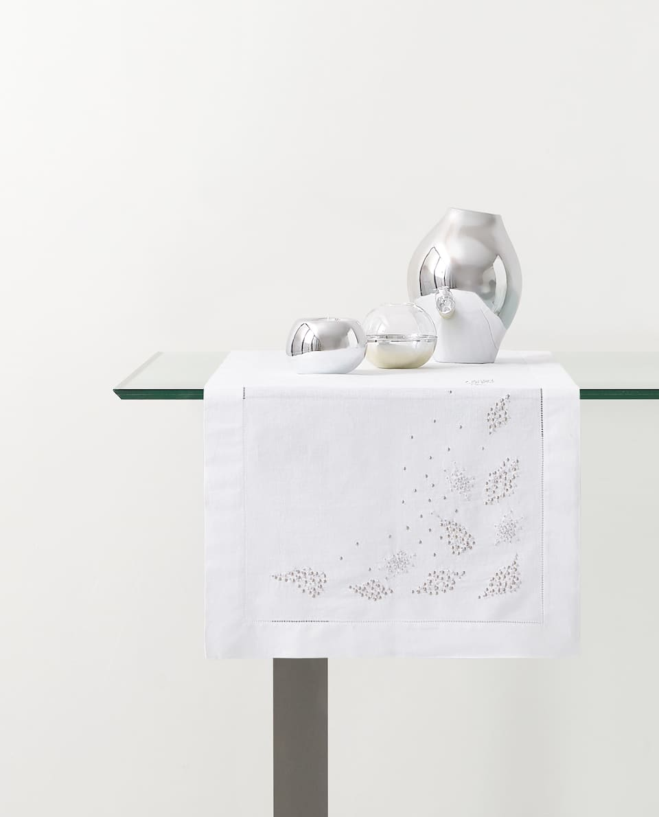 EMBROIDERED LEAVES TABLE RUNNER