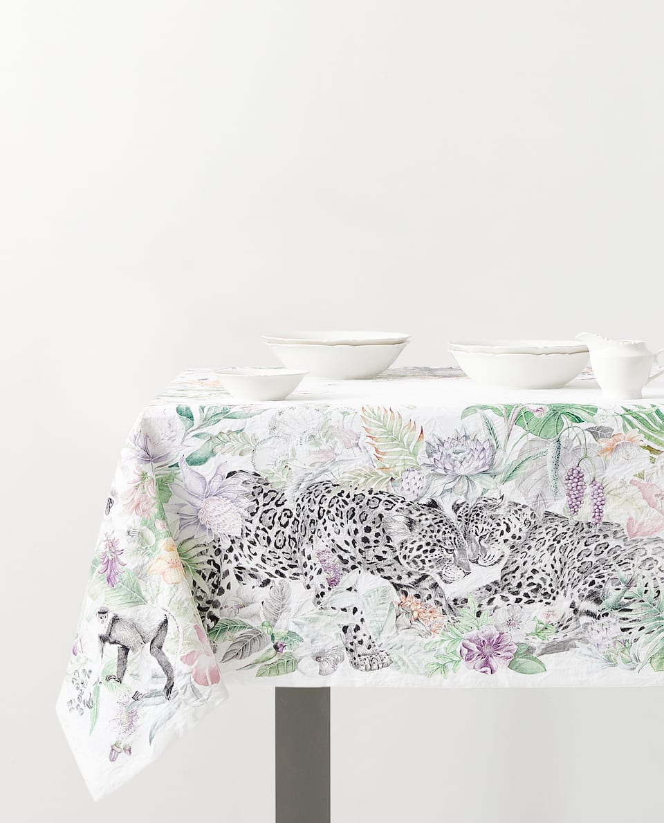 JACQUARD JUNGLE PRINT TABLECLOTH