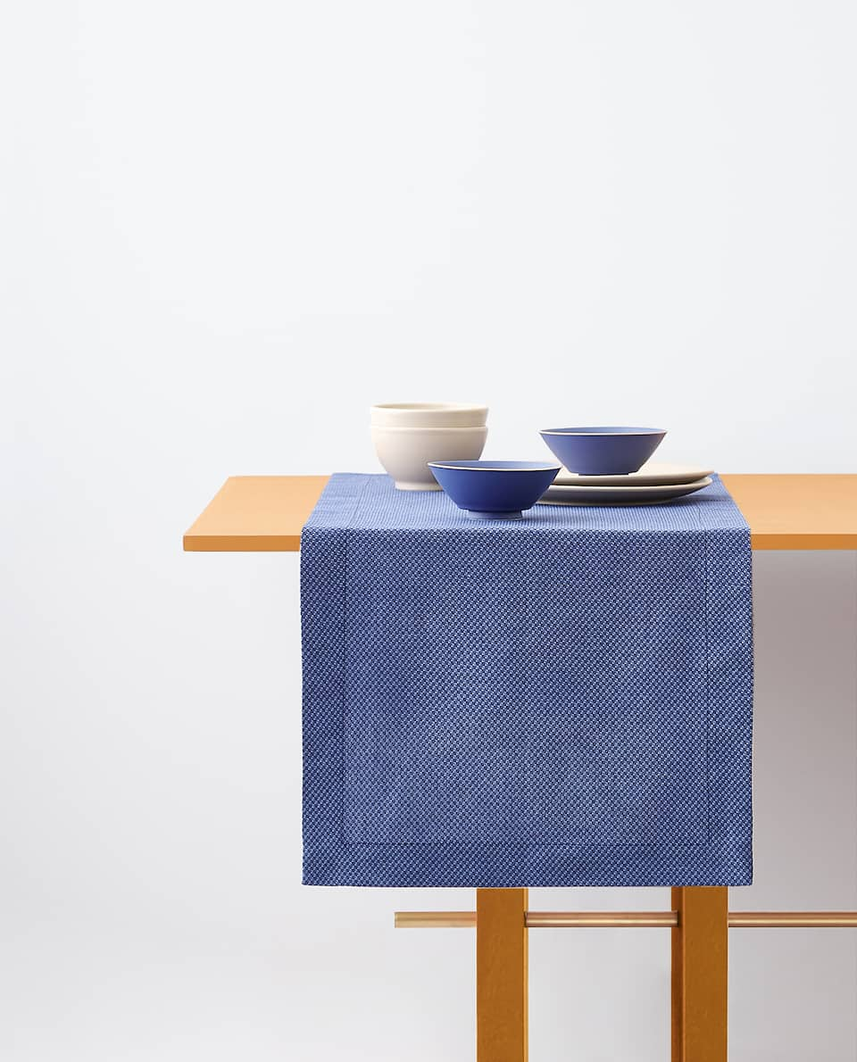 TEXTURED TABLE RUNNER
