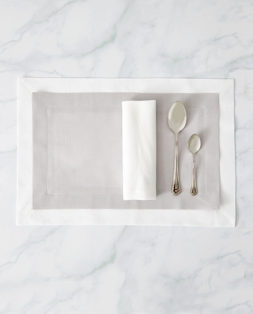 DOUBLE-LAYER PLACEMAT