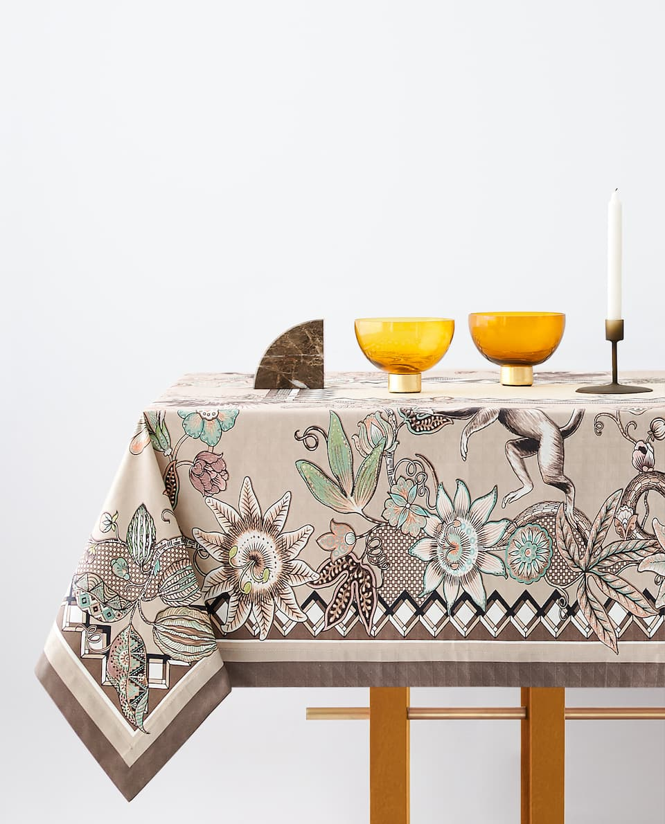 PRINTED JACQUARD TABLECLOTH