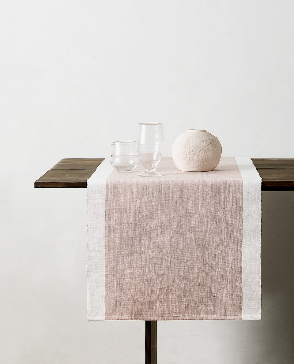CONTRASTING TABLE RUNNER