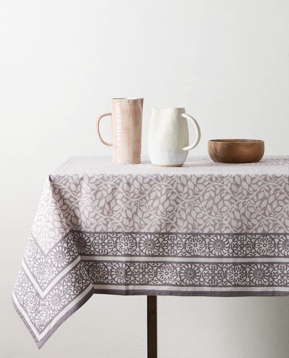 LEAVES PRINT TABLECLOTH