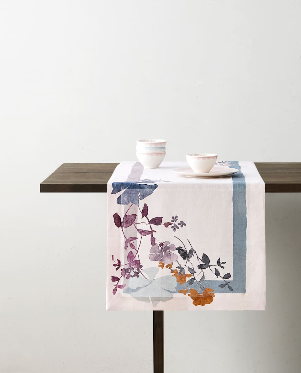 FLORAL PRINT TABLE RUNNER
