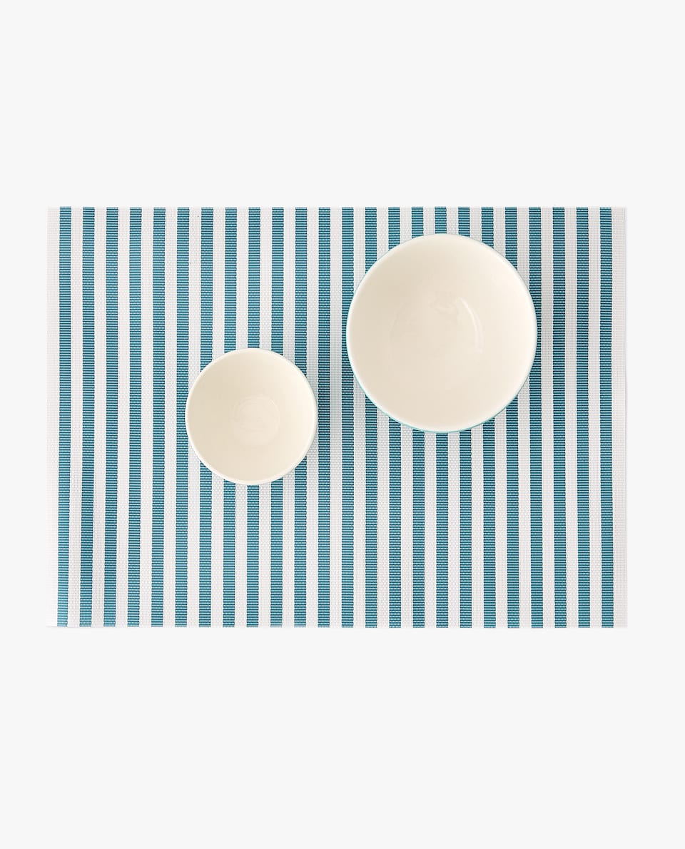 STRIPED PLASTIC PLACEMAT